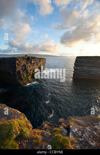 Evening over Downpatrick Head and Dun Briste seastack, County Mayo, Ireland. - Stock-Bilder