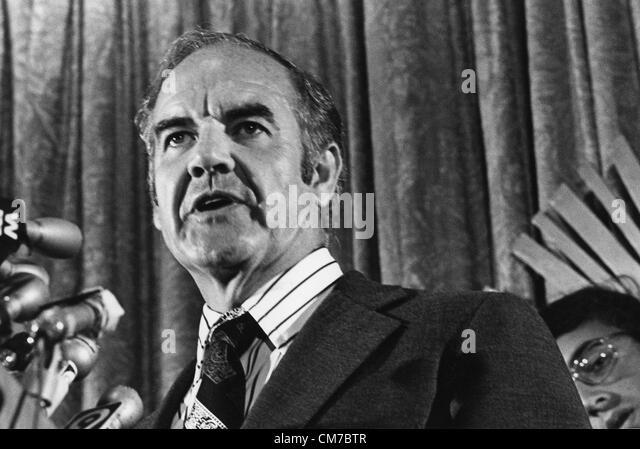 George Mcgovern 1922 2012 >> 01 01 1972 Stock Photos & 01 01 1972 Stock Images - Alamy