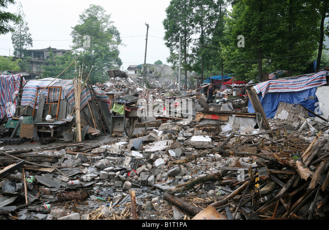 Devastated houses lie in ruins in Pengzhou, following the Sichuan Earthquake of 12th May 2008, China - Stock-Bilder