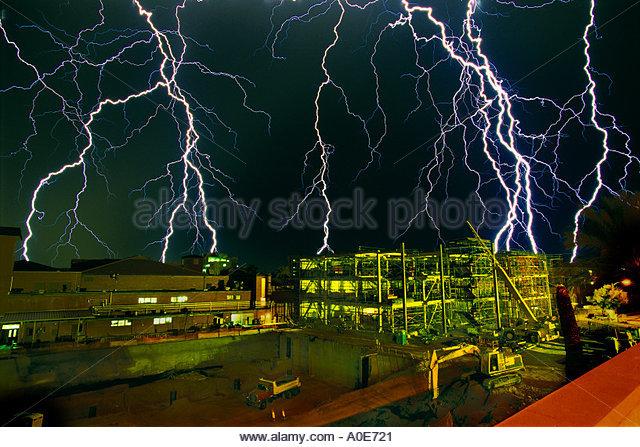 Lightning over building under construction University of Arizona - Stock Image