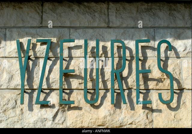 Stylish sans serif Art Deco lettering - Yzeures sur Creuse, Indre et Loire, France. - Stock Image