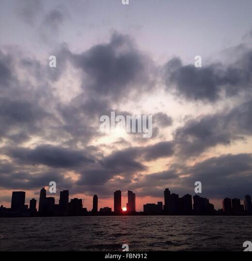 Waterfront Cityscape At Sunset - Stock-Bilder