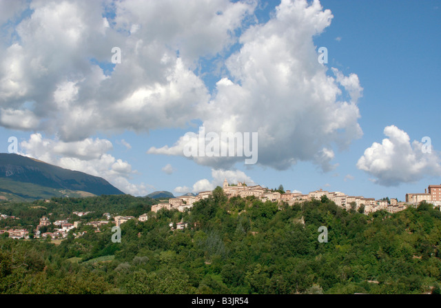 Wide skies over Amandola in  Le Marche in Italy - Stock Image