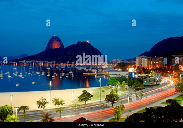 Brasil Rio de Janeiro Pao de Acucar Botafogo bay at night - Stock Image