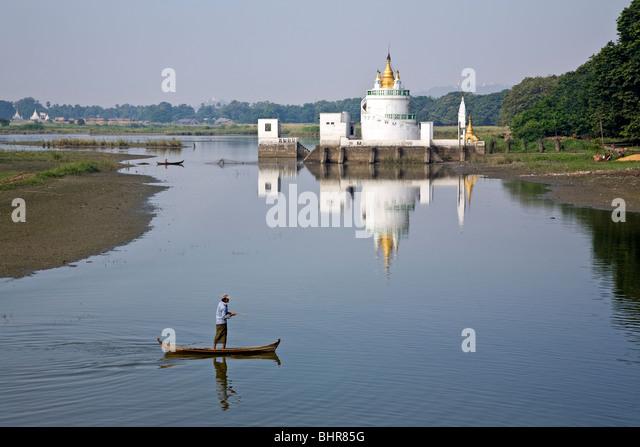 Fisherman at Taungthaman Lake.Amarapura.Myanmar - Stock-Bilder