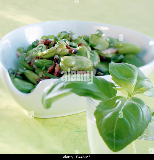 Broad beans with basil - Stock-Bilder