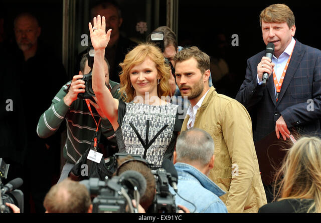 Karlovy Vary, Czech Republic. 9th July, 2015. Northern Irish actor and musician Jamie Dornan (right) and Czech actress - Stock-Bilder