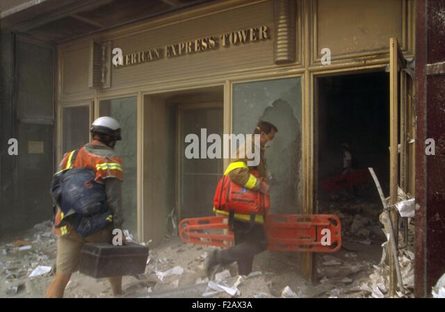 Rescue workers enter the American Express Tower, World Financial Center 3, following 9-11 terrorist attack. They - Stock-Bilder
