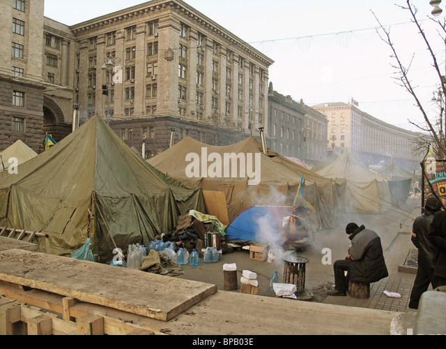 Viktor Yushchenko's supporters decided to stay in the tented camp downtown Kiev till the start of elections - Stock Image