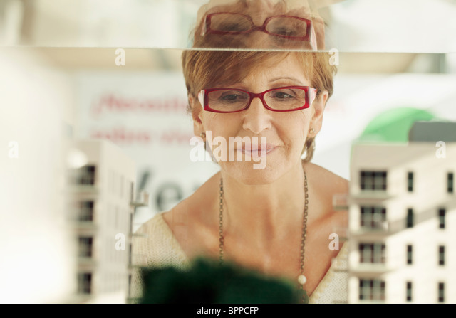 Older woman with architectural model - Stock Image