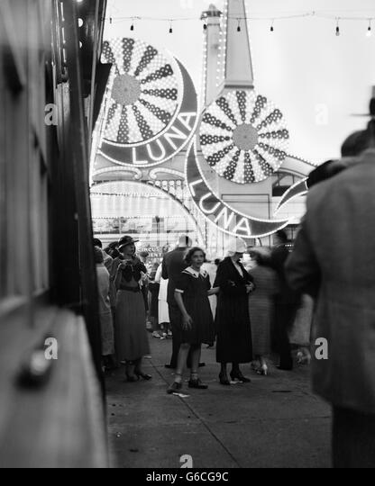 1930s LUNA PARK IN EARLY EVENING CONEY ISLAND BROOKLYN NEW YORK USA - Stock Image