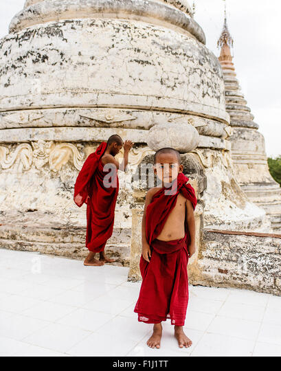 Novice monks at temple in Bagan, Myanmar - Stock-Bilder