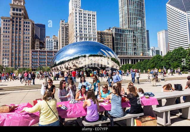 Chicago Illinois Loop Millennium Park Cloud Gate The Bean artist Anish Kapoor public art reflected reflection distorted - Stock Image