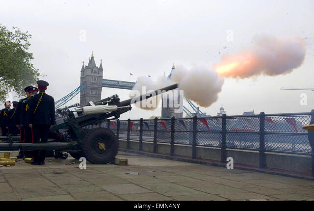 03.JUNE.2012. LONDON  THE HONOURABLE ARTILLERY COMPANY FIRING. EARLIER, THE QUEEN AND PRINCE PHILIP WERE ONBOARD - Stock Image