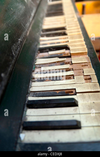 Broken down piano - Stock Image
