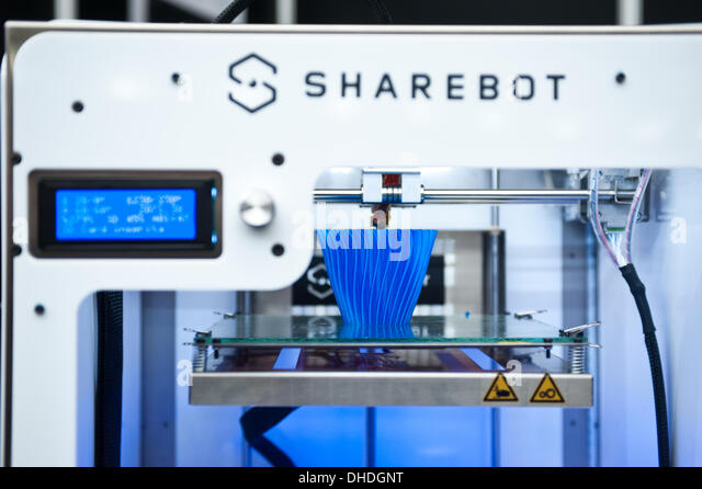 London, UK. 7th November 2013. the new NG - Next Generation - 3D printer by Sharebot is on display at the 3D Printshow - Stock Image