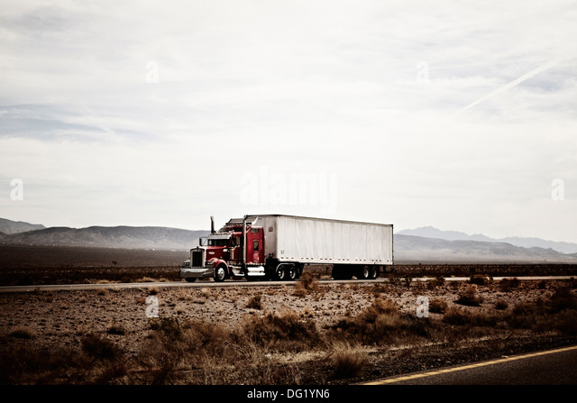 18-Wheel Truck on Desert Highway, Arizona, USA - Stock Image
