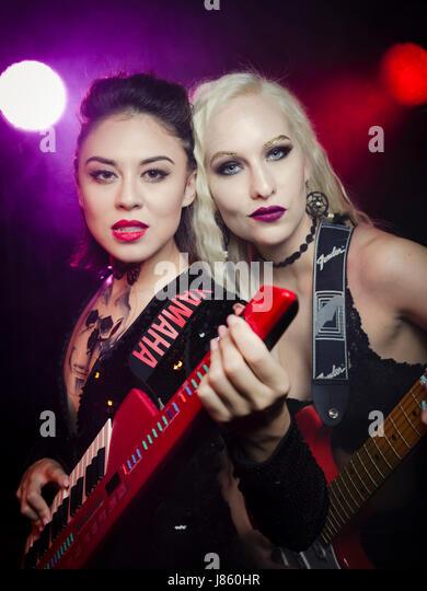 Rock Stars with Fender Stratocaster electric guitar and  Yamaha SHS-10 keytar - Stock-Bilder