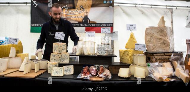 MAPLEDURHAM, UK - MAY 1, 2017: Italian cheese and wine stall at the Mapledurham food festival, Bank Holiday Monday - Stock Image
