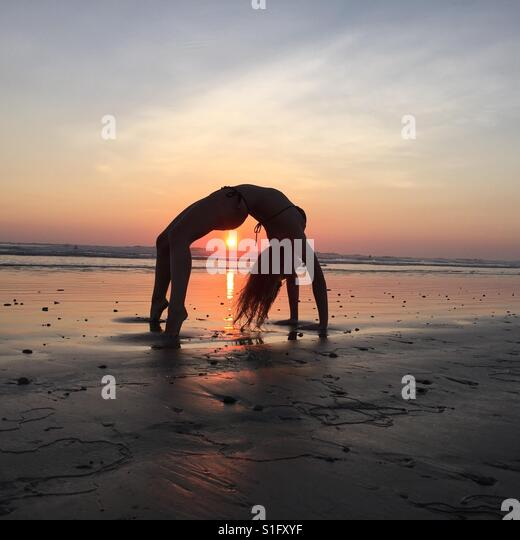 Beach Sunset Yoga - Eco Vacation Costa Rica - Stock-Bilder