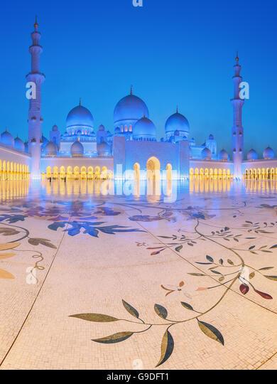 Sheikh Zayed Grand Mosque at dusk, Abu-Dhabi, UAE - Stock Image