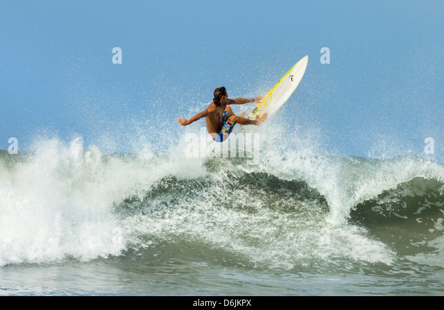 Surfer on shortboard riding wave at popular Playa Guiones surf beach, Nosara, Nicoya Peninsula, Guanacaste Province, - Stock-Bilder