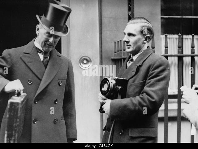 arthur neville chamberlain essay Arthur neville chamberlain was born on march 18, 1869, in birmingham, england chamberlain was a british conservative politician who held many offices over.