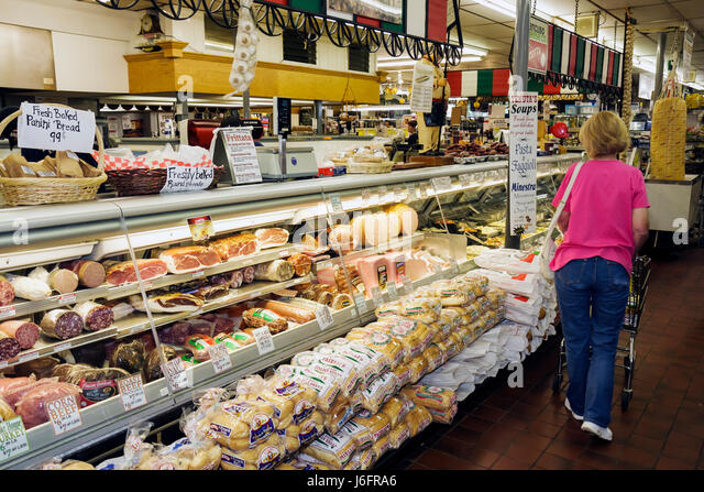 Wisconsin Kenosha Tenuta's Delicatessen Liquors and Wines Italian market food imported products cold cuts meats - Stock Image