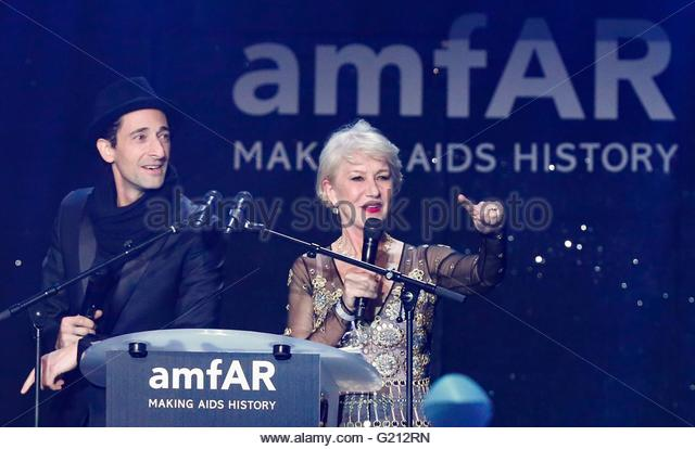 epa05318114 US actor Adrien Brody (L) and British actress Helen Mirren (R) attend the auction dinner of the Cinema - Stock Image