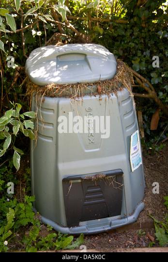 Overflowing garden compost bin - Stock Image