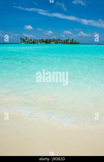 Little island in the turquoise water, Sun Island Resort, Nalaguraidhoo island, Ari atoll, Maldives, Indian Ocean, - Stock Image