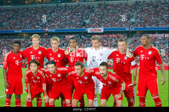 FC Bayern Muenchen team posing for group photo - Stock-Bilder