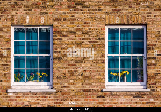 Two windows, with curtains drawn, in a north London street. - Stock-Bilder