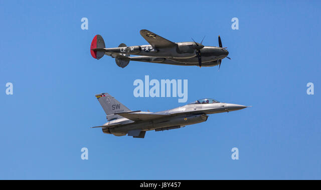 Heritage Flight – F-16 and Lockheed P-38 at the Air National Guard Airshow in Sioux Falls, South Dakota, USA. - Stock Image