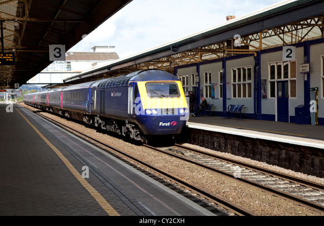 First Great Western intercity train arriving at Newton Abbot station in Devon - Stock-Bilder