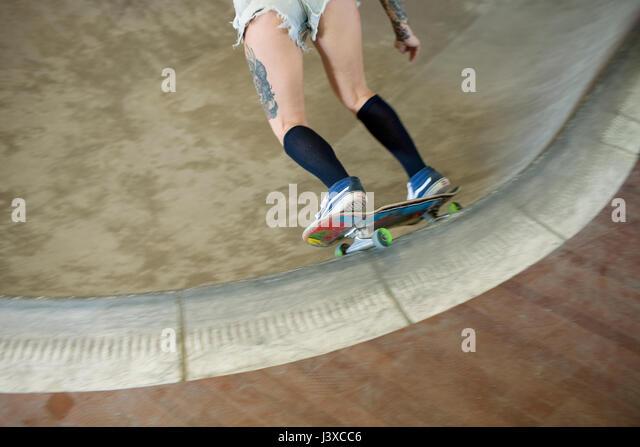 Young woman skateboarding. - Stock Image