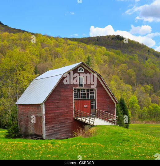 Red barn new england stock photos red barn new england for New england barns for sale