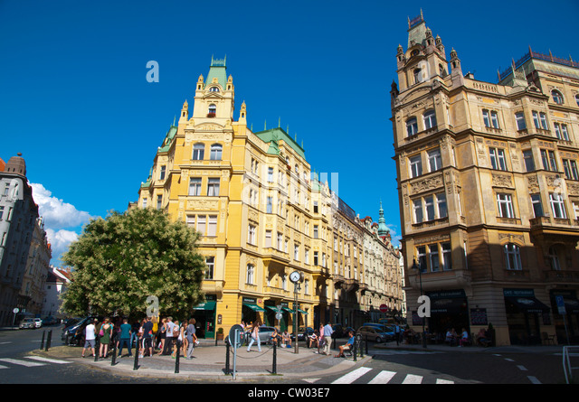 Roundabout in front of Spanish Synagogue in Josefov the Jewish quarter old town Prague Czech Republic Europe - Stock Image