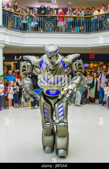 Preston, Lancashire, UK. 5th Aug, 2017. Titan the robot wows the crowds at St George's Centre. Titan is the - Stock Image
