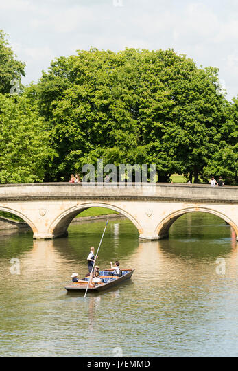 Cambridge, UK. 24th May, 2017. Tourists enjoy punting on the River Cam in hot sunny weather. Temperatures reached - Stock Image