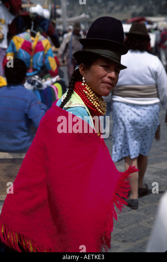 Ecuador Saquisili Market Otavalo Cotopaxi Chibuleos Indigenous natives female shopping hat - Stock Image