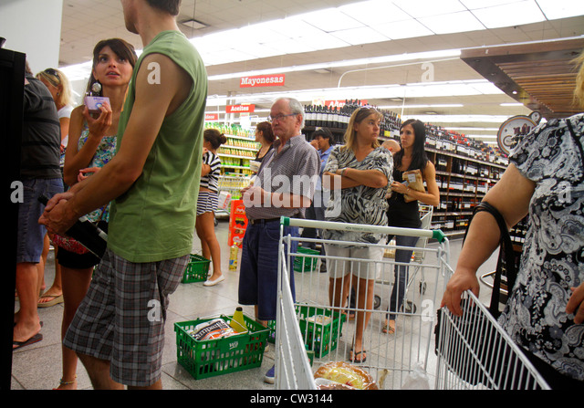 Argentina Mendoza Villa Nueva Mendoza Plaza Shopping grocery store supermarket business shopping checkout cashier - Stock Image
