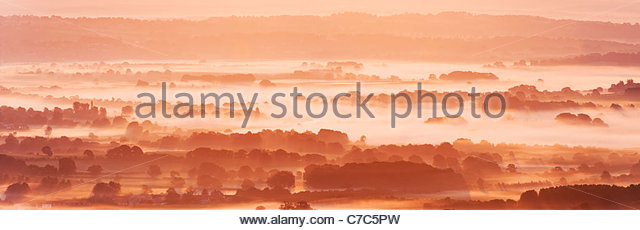 Morning mist in the South Downs National Park, from near Bignor Hill, Sussex, England. - Stock Image