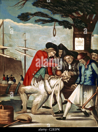 The Bostonians Paying the Excise Man. The Sons of Liberty tarring and feathering a tax collector underneath the - Stock-Bilder