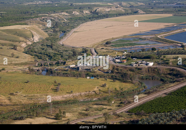 Aerial photograph of an old bridge in the Jordan valley - Stock Image