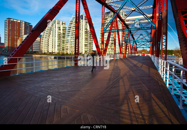 NV buildings and Detroit Bridge over the Manchester Ship Canal in Salford. - Stock-Bilder