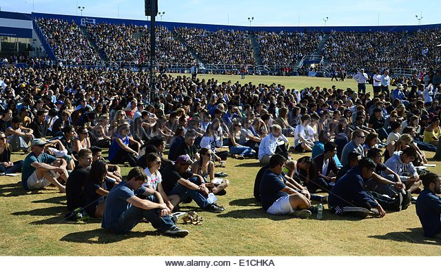 epa04228911 Over 18,000 people, mostly students, attend a memorial event for the six UCSB students killed and 13 - Stock Image