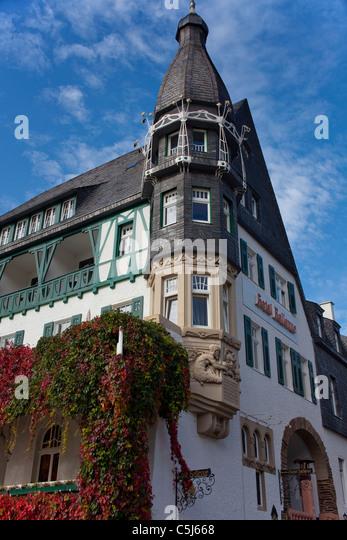 Herbstsstimmung am Hotel Bellevue, Moselufer, Traben-Trarbach, Mosel, Autumn colours, Hotel Bellevue at the riverbank, - Stock-Bilder