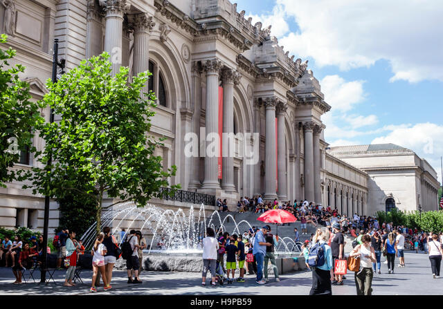 Manhattan New York City NYC NY Upper East Side Fifth Avenue Metropolitan Museum of Art Met front exterior main entrance - Stock Image