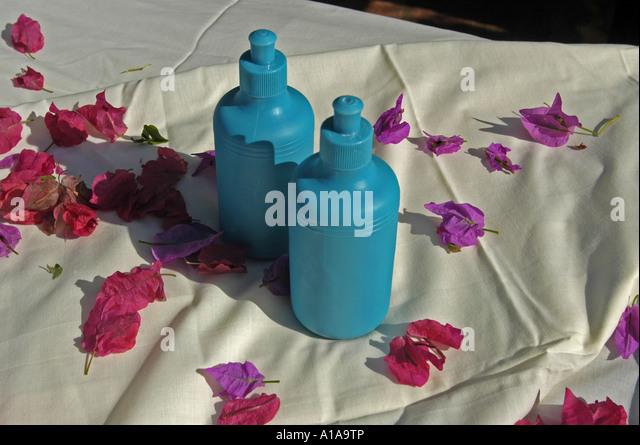 Luxury spa lotion white towel blue lotion bottle - Stock Image